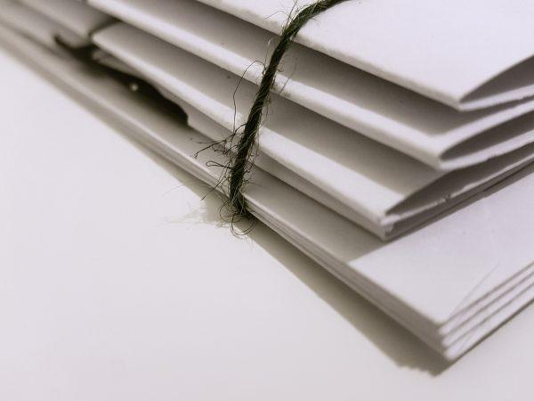 Elegant gebundelde papieren boekjes